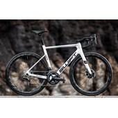 Bike Swift Carbon Racevox Disc Ultegra DI2 2021/22 Branca e Azul